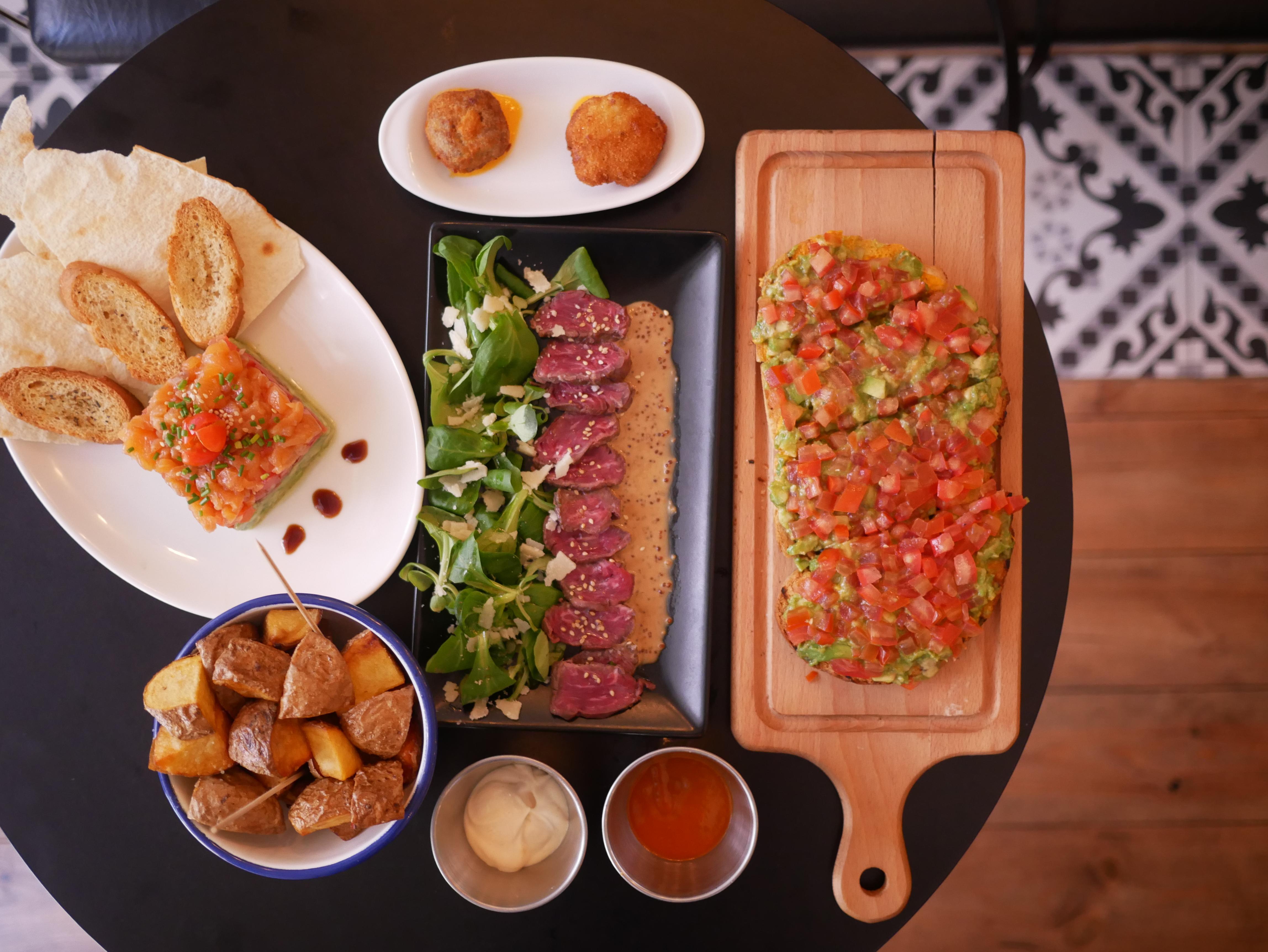 Bar ventuno vermut y tapas en gr cia foodyingourmet for Tapas faciles y buenas